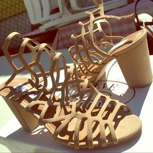 Nude suede strappy Steve Madden Chunky heels !